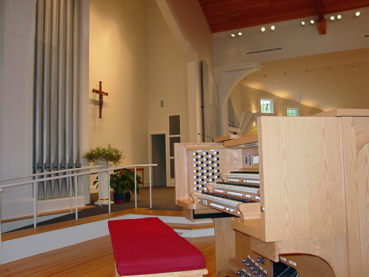 Christ the King, Old Lyme, CT - THREE MANUAL Three manual Quantum series Q-345 custom console with 58 stops and MIDI Ensemble